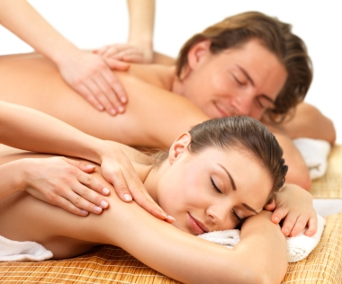 Woman Having A Back Oil Massage slider 3